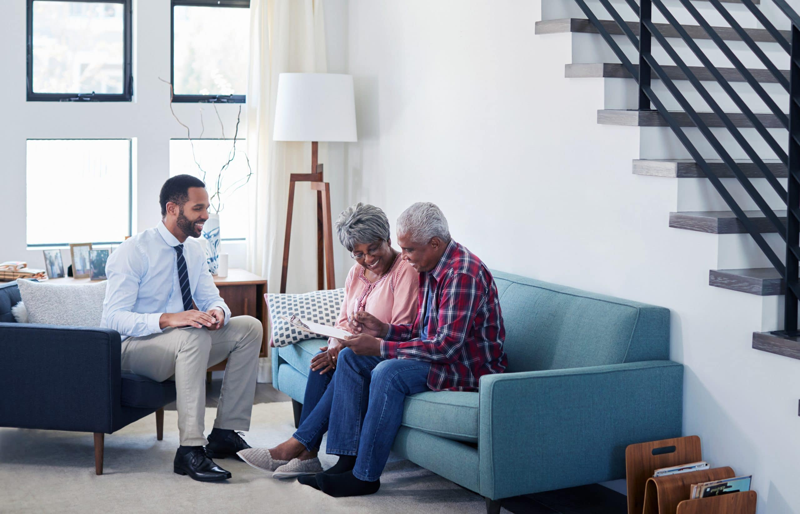 This is an image of a representative speaking with a family effected by lung cancer.